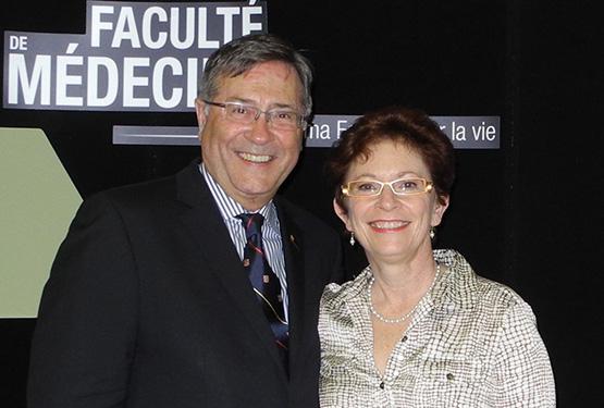 Dre Beaulieu est la première femme médecin de famille à recevoir cette distinction au Québec. Sur la photo: Rénald Bergeron, doyen de la Faculté de médecine de l'Université Laval, en compagnie de Dre Beaulieu. 11 juin 2013. - © Université Laval
