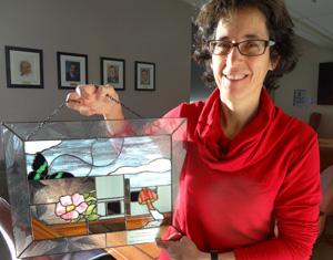 En novembre 2012, Anne Bruneau s'est vu décerner le prix Pierre-Dansereau par l'Association des biologistes du Québec. Un vitrail de l'artiste Suzanne Maillé a été remis à Anne. Il illustre entre autres le Centre et ses collections, la sérigraphie des fenêtres du Centre (Sorbus), et la rose. - © Fixez l'objectif