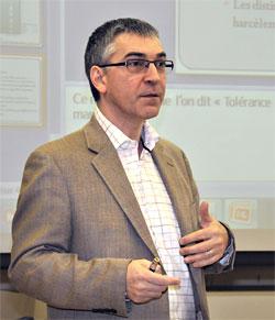 «La cyberintimidation obéit aux mêmes principes que l'intimidation directe, mais les techniques utilisées augmentent les risques de commettre des gestes antisociaux»  affirmait François Bowen au cours d'une une conférence devant les étudiants du Département de kinésiologie de l'UdeM en 2012.