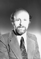 C'est après avoir fréquenté les cours de démographie donnés par Henripin que J. Légaré décide d'orienter sa carrière dans cette discipline.  Il sera directeur du Département de démographie de l'Université durant 16 ans. - © Université de Montréal