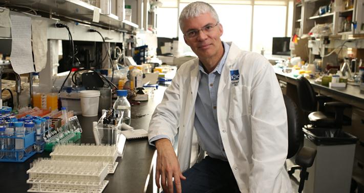 À la tête d'une équipe ayant réalisé une découverte majeure pour le traitement des cancers du sang, le Dr Guy Sauvageau a été élu personnalité de l'année 2014 de La Presse dans la catégorie Science. - © IRIC
