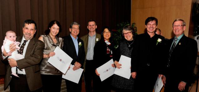 Les Drs Larry W. Chambers (Institut de recherche Élisabeth-Bruyère d'Ottawa), Lisa Dolovich et Lehana Thabane (Université McMaster), Janusz Kaczorowski (UdeM), Michael Paterson et Karen Tu (Institut de recherche en services de santé) lors de la cérémonie de remise des prix le 18 mars 2013. - © CHAP