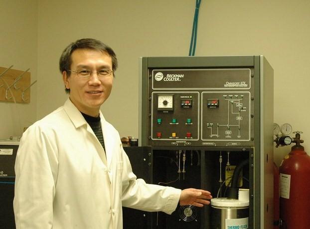 Julian Zhu dans son laboratoire de l'Université de Montréal. - © Université de Montréal