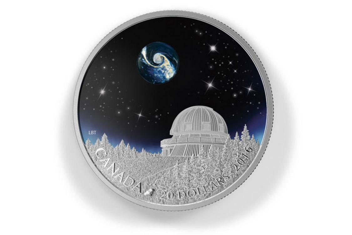 Le 7 juillet 2015, la Monnaie royale canadienne a émis une pièce de 20 $ en argent fin appelée «Sous les étoiles». Le motif, conçu par l'artiste canadien Loïc Beaumont-Tremblay, représente l'Observatoire du Mont-Mégantic dans un paysage nocturne.
