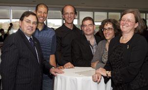 Le 13 mai 2013 s'est déroulée la cérémonie Bravo à nos chercheurs en hommage aux chercheurs de l'UdeM ayant obtenu des prix et des subventions majeures au cours de la dernière année. Guy Breton, Geneviève Tanguay et l'équipe de l'IRBV: Mohamed Hijri, Jacques Brisson, Daniel Matton, Anne Bruneau.
